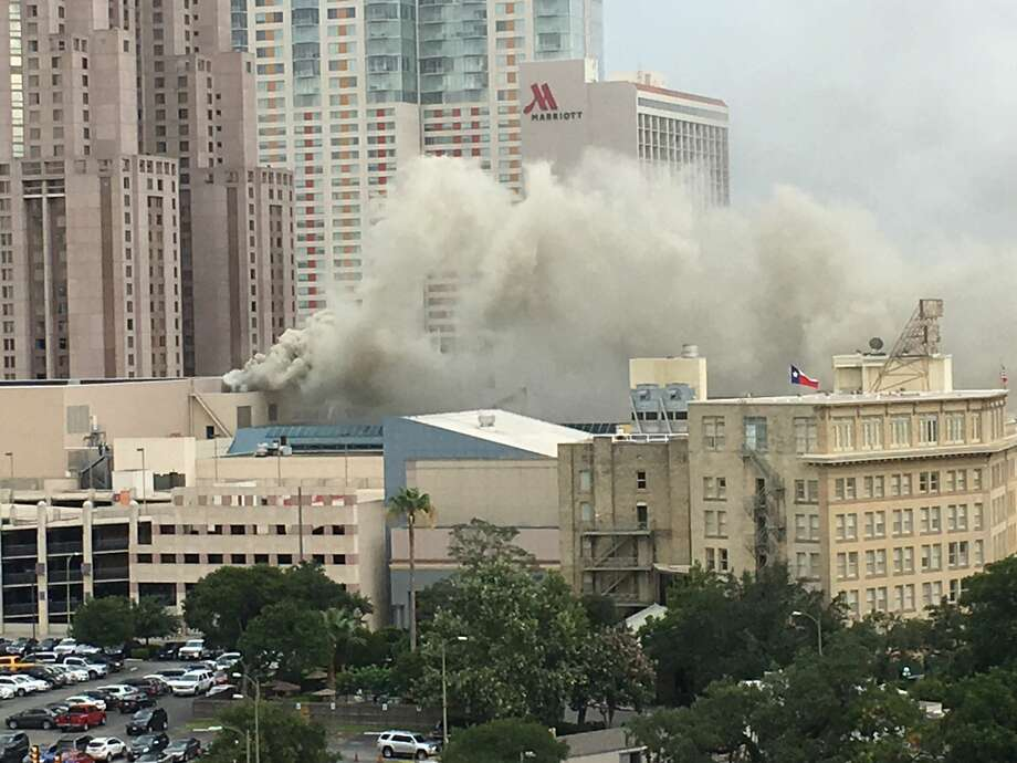 Authorities are responding to a reported structure fire at the Rivercenter in downtown San Antonio on June 27, 2017. Photo: Cory Heikkila/San Antonio Express-News