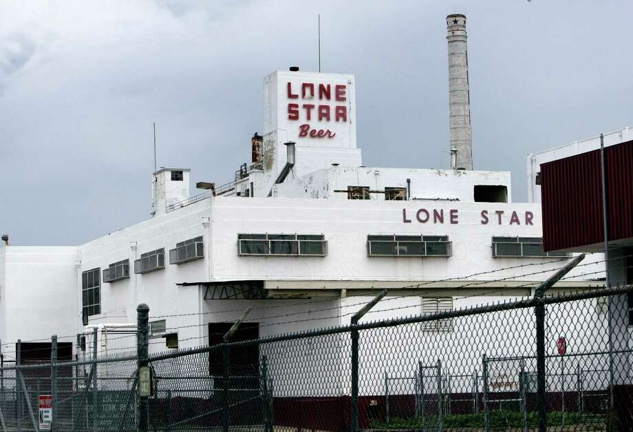 The owner of the Lone Star Brewery is facing foreclosure again — this time, on an abandoned salvage yard on the western border of the brewery, which was supposed to be in the midst of a $300 million redevelopment project now but instead sits vacant. Photo: Gloria Ferniz /San Antonio Express-News / gferniz@express-news.net
