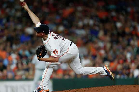 Houston Astros relief pitcher Will Harris (36) pitches during the sixth inning of an MLB game at Minute Maid Park, Tuesday June, 13, 2017.   ( Karen Warren / Houston Chronicle )