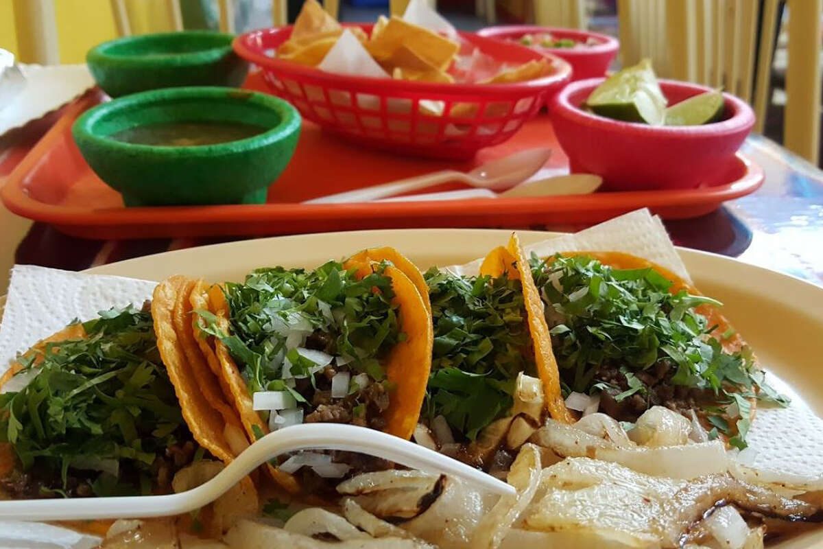 Taco N' Madre: 1301 S. Zapata Hwy Date: 03/01/19 Score: 100