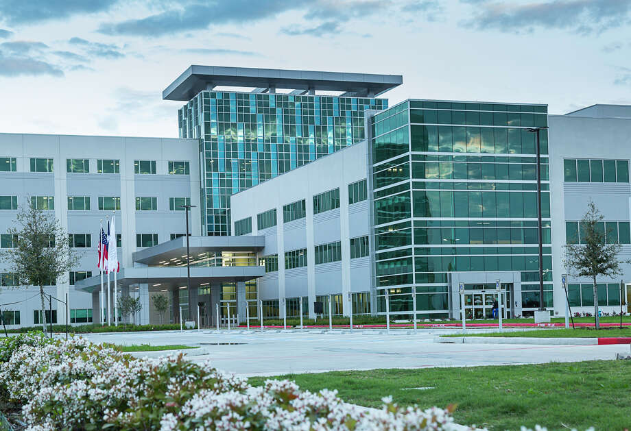 Memorial Hermann Cypress Hospital is an 81-bed hospital on a 32-acre master-planned campus with state-of the-art operating rooms, an intensive care unit and neonatal intensive care unit. Photo: Memorial Hermann, Photographer / 2017 James LaCombe