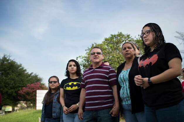 (left to right) Kimberly Rodriguez, 10, Karen Rodriguez, 18, Juan Rodriguez, Celia Rodriguez and Rebecca Rodriguez face the ICE headquarters in Houston minutes before entering the building so the father, Juan Rodriguez can receive instructions about his 60-day reprieve, Monday, June 26, 2017, in Houston. Photo: Marie D. De Jesus, Houston Chronicle / © 2017 Houston Chronicle