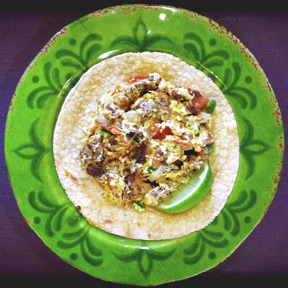 Goat machacado with scrambled eggs and pico de gallo on a handmade corn tortilla from Bee's Mexican Restaurant and Bakery. Photo: Mike Sutter /San Antonio Express-News