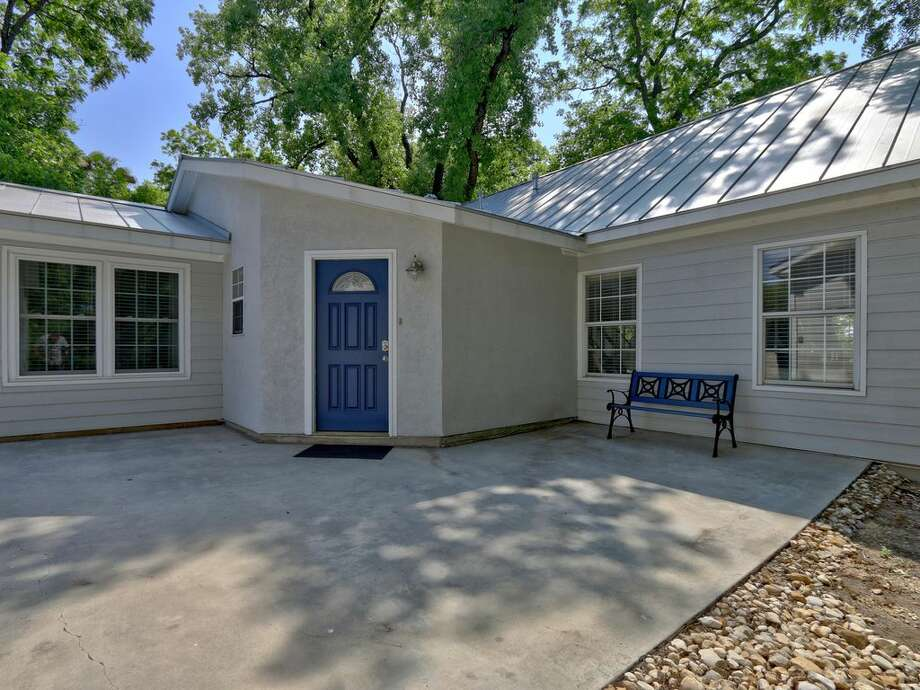Click to see Rental homes near water in Texas:1. Zen on the Bend in SeguinThis 4 bedroom home sits on the Guadalupe River/Lake Placid. Average rate: $300/night Photo: Courtesy HomeAway.com