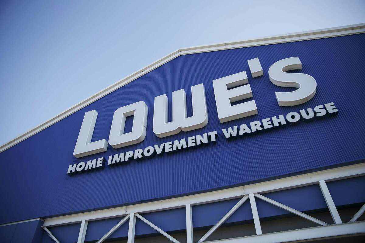 Lowe's plans to hire 3,500 employees in Texas to meet demand for rebuilding after Hurricane Harvey. Photographer: Patrick T. Fallon/Bloomberg
