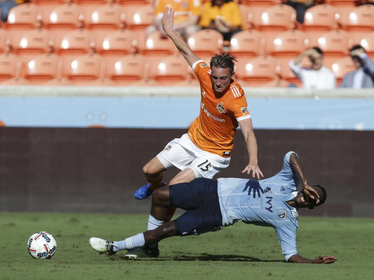 Houston Dynamo defender Dylan Remick (15) collides with Sporting Kansas City forward Gerso Fernandes (7) during the first half of the Lamar Hunt U.S. Open Cut Round of 16 game at BBVA Compass Stadium Wednesday, June 28, 2017, in Houston. ( Yi-Chin Lee / Houston Chronicle )