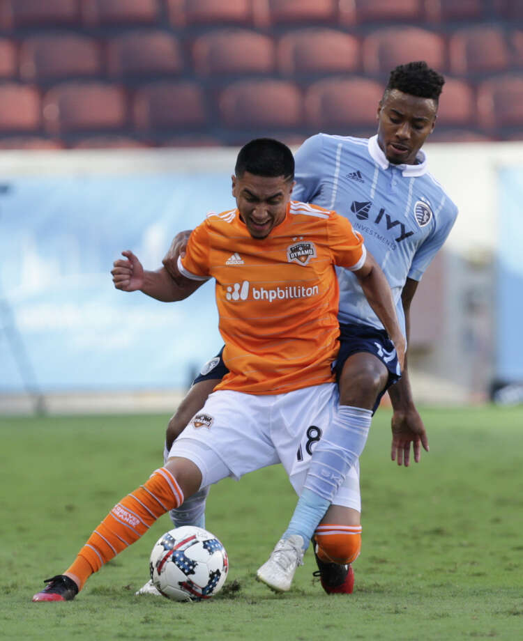 Houston Dynamo midfielder Memo Rodriguez (18) and Sporting Kansas City defender Saad Abdul-Salaam (17) battle for control of the ball during the second half of the Lamar Hunt U.S. Open Cut Round of 16 game at BBVA Compass Stadium Wednesday, June 28, 2017, in Houston. Houston Dynamo lost to Sporting Kansas City 2-0. ( Yi-Chin Lee / Houston Chronicle ) Photo: Yi-Chin Lee/Houston Chronicle