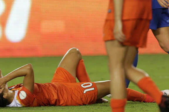 Houston Dash forward Carli Lloyd (10) reacts to not making a score during the second half of the game at BBVA Compass Stadium Wednesday, June 28, 2017, in Houston. Houston Dash and Boston Breakers had a 0-0 draw.( Yi-Chin Lee / Houston Chronicle )