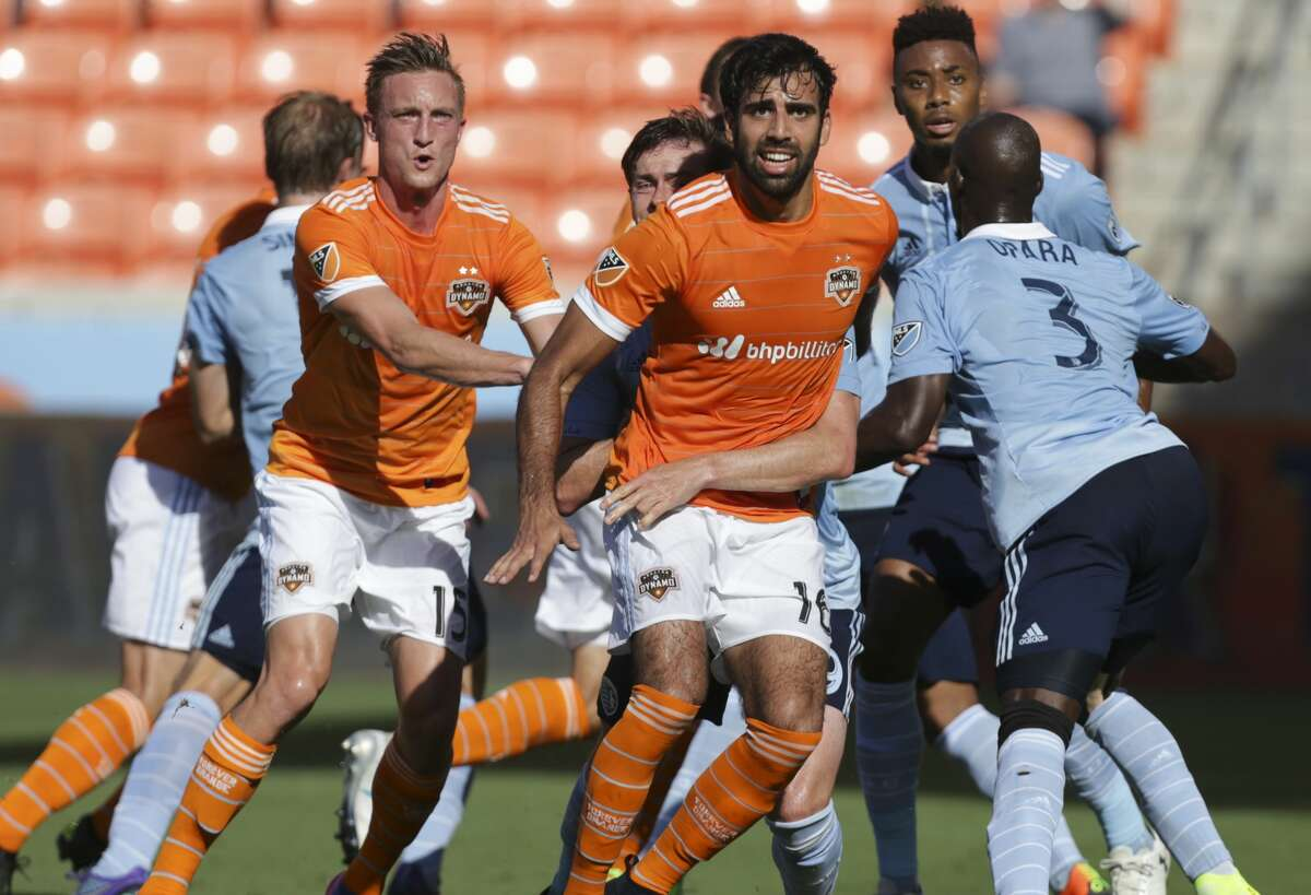 Houston Dynamo and Sporting Kansas City players hustle for a corner ball during the first half of the Lamar Hunt U.S. Open Cut Round of 16 game at BBVA Compass Stadium Wednesday, June 28, 2017, in Houston. ( Yi-Chin Lee / Houston Chronicle )