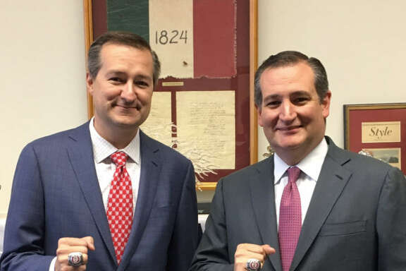 Ted Cruz shared a photo of him and Chicago Cubs Chairman Tom Ricketts and the internet can't deal with how similar they look like each other. Source:  Twitter
