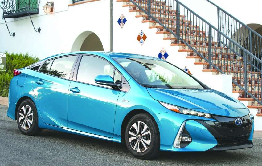 Toyota Prius 16.2 percent of the original owners keep this car for more than 15 years.