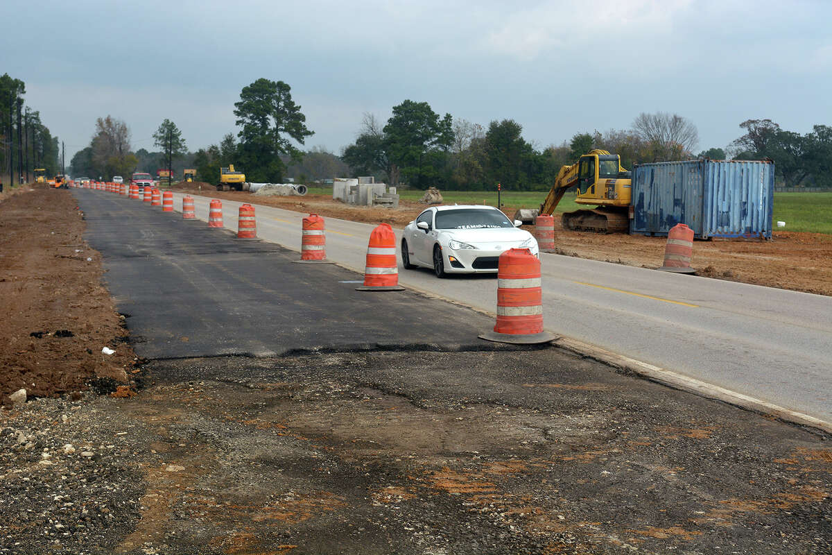 Construction continues along Gosling Road near the Grand Parkway. (Photo by Jerry Baker/Freelance)