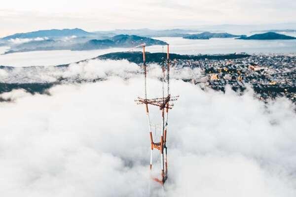 The fog envelops the Sutro Tower. Photo by @sbdunkscarl
