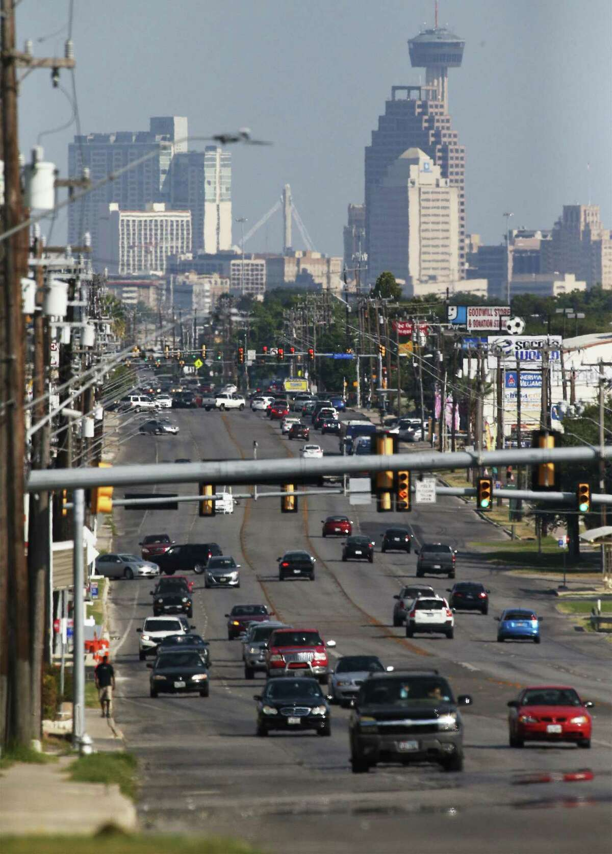 A view of downtown from Fredericksburg Road on Friday, Aug. 12, 2016. The ozone levels in San Antonio's statistics causes 52 premature deaths per year according to a new public health study by New York University and the American Thoracic Society. (Kin Man Hui/San Antonio Express-News)