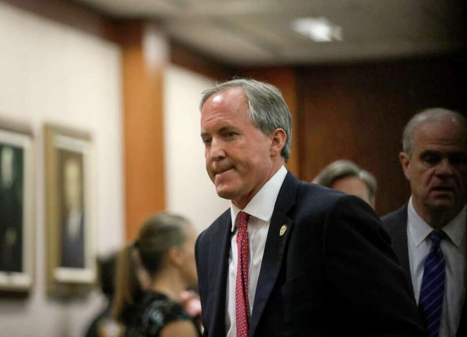 Texas Attorney General Ken Paxton leaves the 177th District Court, after at the Harris County Criminal Justice Center, Thursday, June 29, 2017, in Houston. Paxton is facing two counts of felony securities fraud, and a lesser felony charge of failing to register as an insurance adviser with the state. Photo: Jon Shapley, Houston Chronicle / © 2017 Houston Chronicle