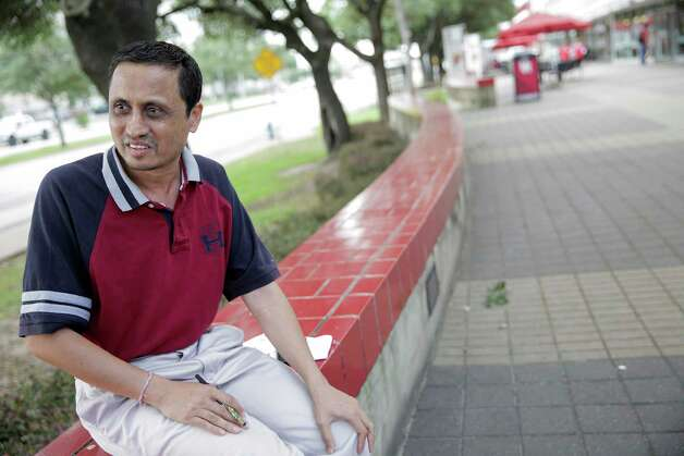 Himanshu Sipani, who lives in India, talks about touring the University of Houston for his son with hopes of registering him for the spring semester on Tuesday, June 13, 2017, in Houston. Photo: Elizabeth Conley, Houston Chronicle / © 2017 Houston Chronicle