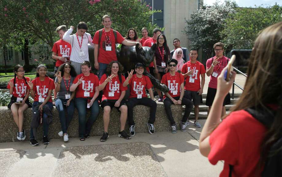 University of Houston incoming students pose for a photo during an orientation on campus on  Tuesday, June 13, 2017, in Houston. Photo: Elizabeth Conley, Houston Chronicle / © 2017 Houston Chronicle