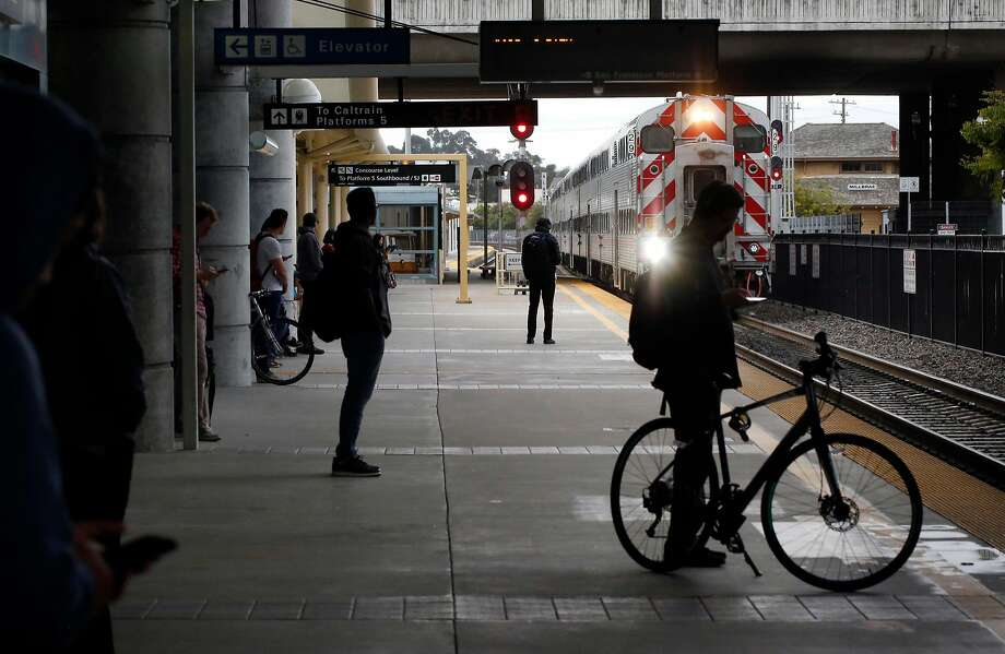A northbound Caltrain rolls into the Millbrae station. Photo: Leah Millis, The Chronicle