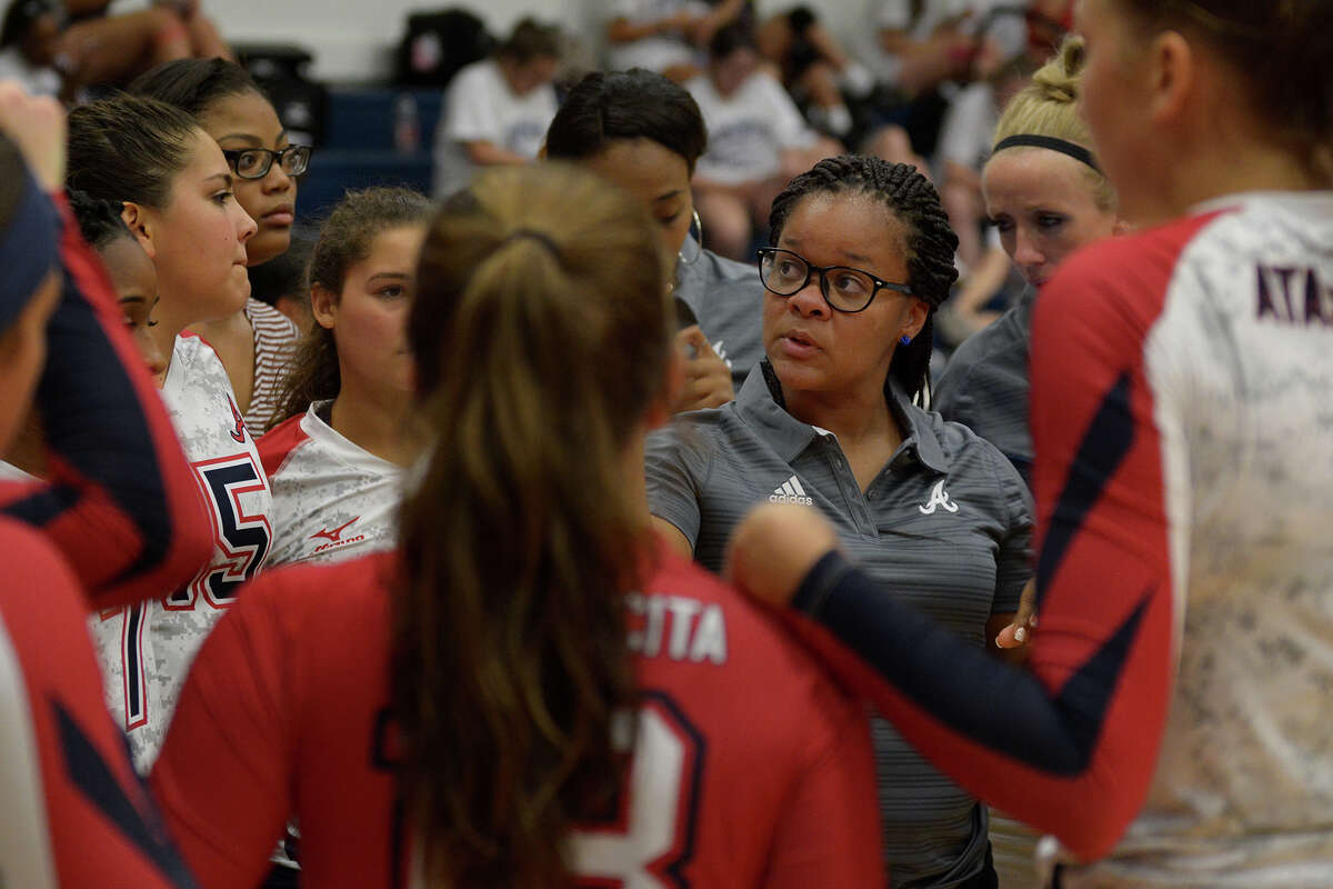 Atascocita head volleyball coach Kendria Brown, center, pumps up her team during their match with Friendswood at FHS on Sept. 6, 2016. (Photo by Jerry Baker/Freelance)
