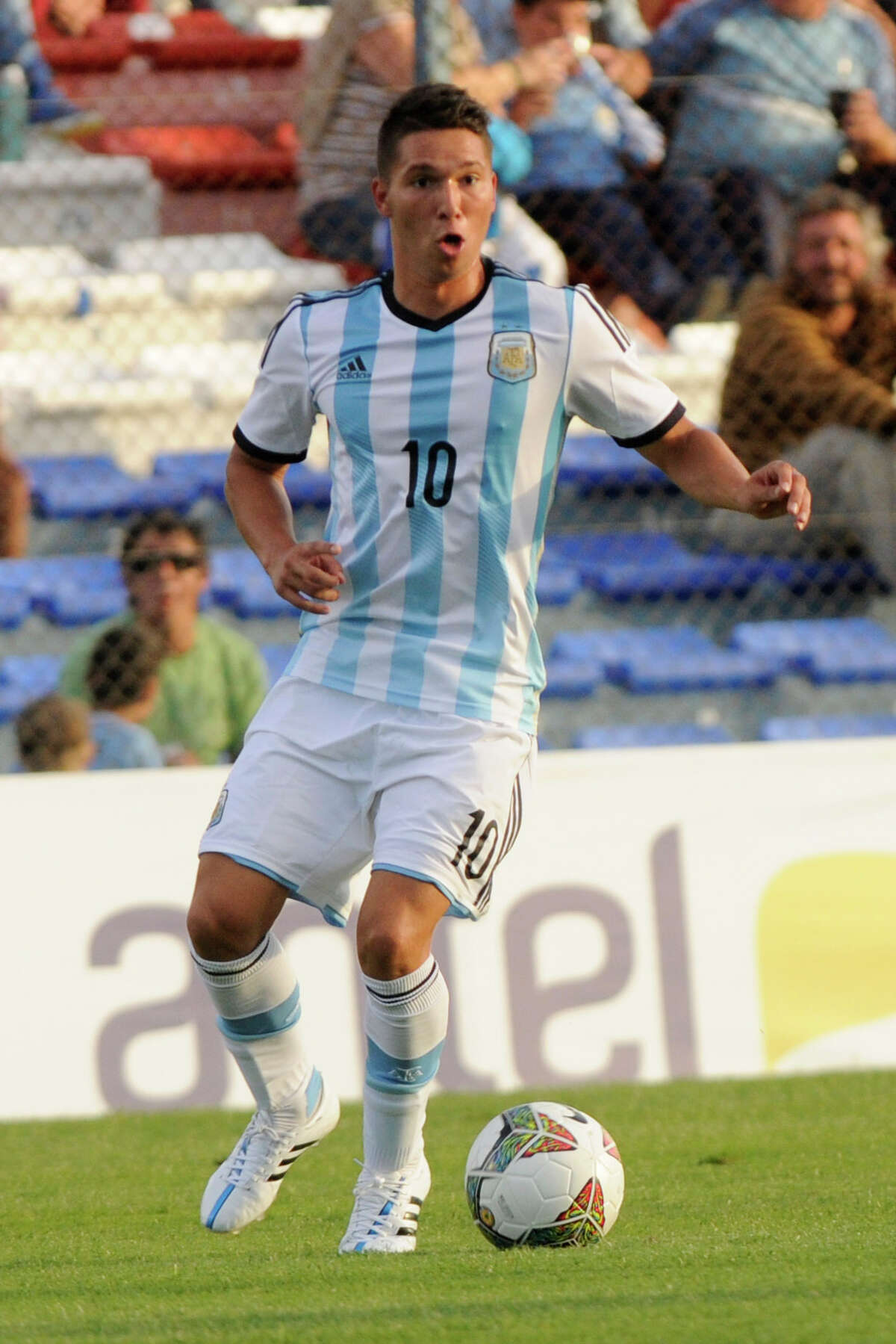 MONTEVIDEO, URUGUAY - JANUARY 29: Tomas Martinez of Argentina drives the ball during a match between Argentina and Colombia as part of South American U-20 at Parque Central Stadium on January 29, 2015 in Montevideo, Uruguay. (Photo by Sandro Pereyra/LatinContent/Getty Images)