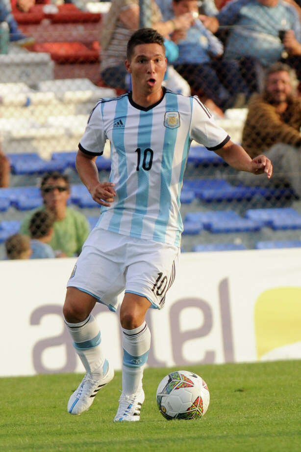 MONTEVIDEO, URUGUAY - JANUARY 29:  Tomas Martinez of Argentina drives the ball during a match between Argentina and Colombia as part of South American U-20 at Parque Central Stadium on January 29, 2015 in Montevideo, Uruguay. (Photo by Sandro Pereyra/LatinContent/Getty Images) Photo: Sandro Pereyra/LatinContent/Getty Images