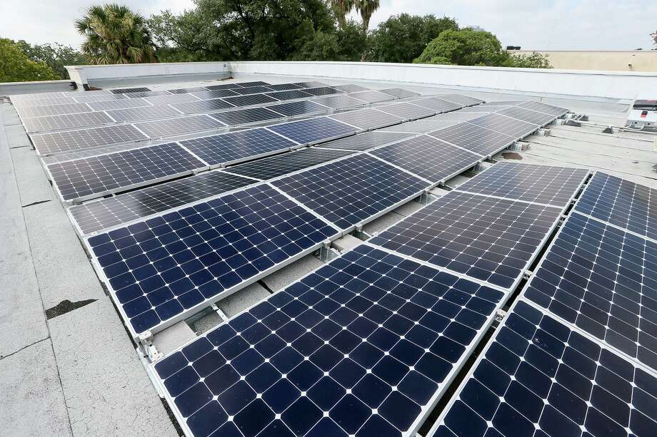 Solar panels on top of a commercial building in San Antonio. Ben Rodriguez of the San Antonio Solar Alliance said uncertainty over policy direction was partially to blame for job losses in the industry. Photo: Marvin Pfeiffer /San Antonio Express-News / Express-News 2017