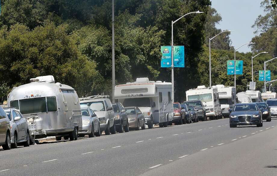 Palo Alto, after fielding complaints about blight from neighboring businesses, is cracking down on about 50 motor homes parked along El Camino Real. Photo: Liz Hafalia, The Chronicle