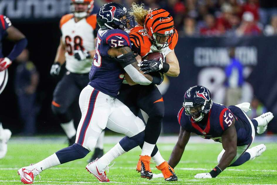 Houston Texans inside linebacker Benardrick McKinney (55) and outside linebacker Whitney Mercilus (59) work to tackle Cincinnati Bengals tight end Ryan Hewitt (89) during the first quarter of an NFL football game at NRG Stadium, Saturday,Dec. 24, 2016 in Houston. ( Karen Warren / Houston Chronicle )