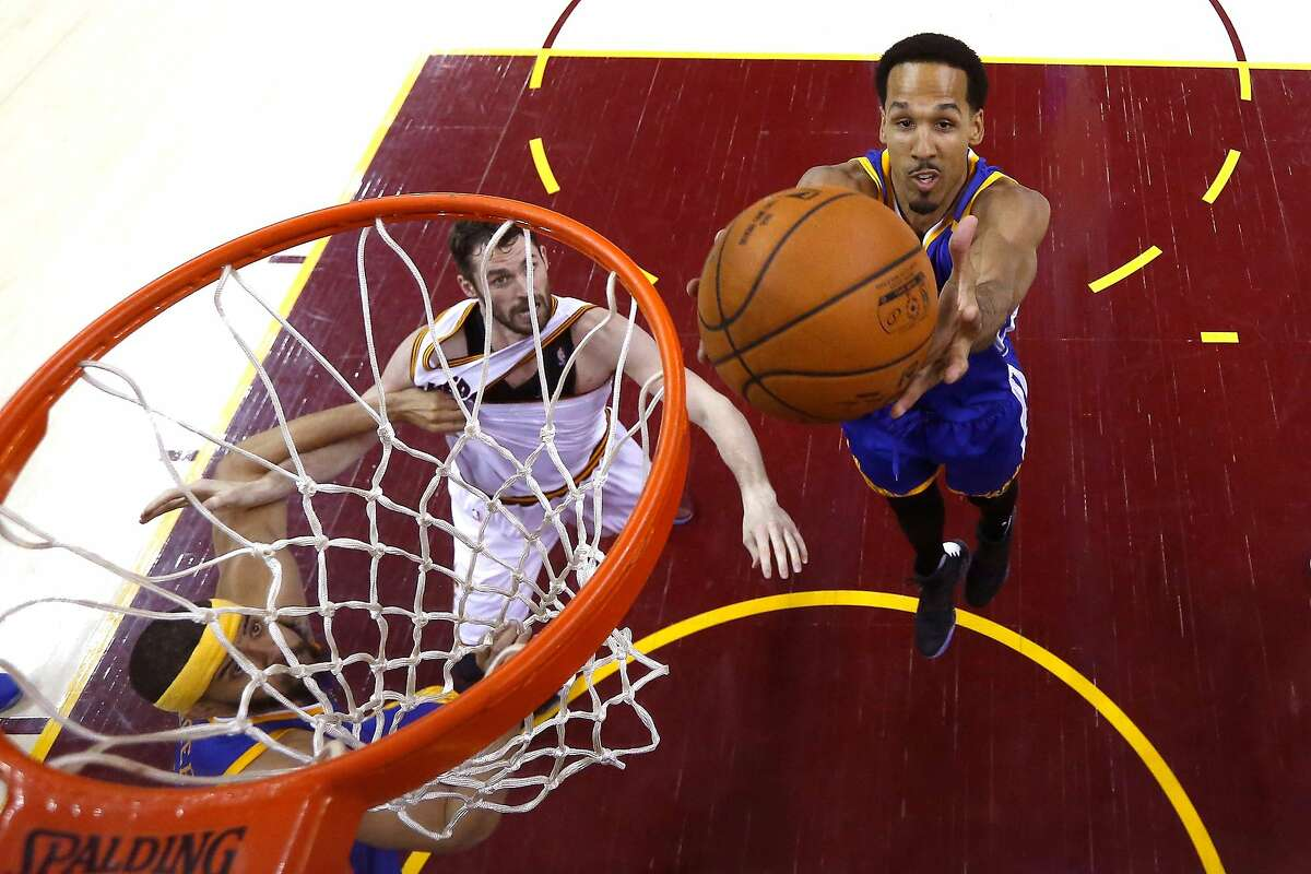CLEVELAND, OH - JUNE 09: Shaun Livingston #34 of the Golden State Warriors grabs a rebound against Kevin Love #0 of the Cleveland Cavaliers in the first half in Game 4 of the 2017 NBA Finals at Quicken Loans Arena on June 9, 2017 in Cleveland, Ohio. NOTE TO USER: User expressly acknowledges and agrees that, by downloading and or using this photograph, User is consenting to the terms and conditions of the Getty Images License Agreement. (Photo by Larry W. Smith - Pool/Getty Images)