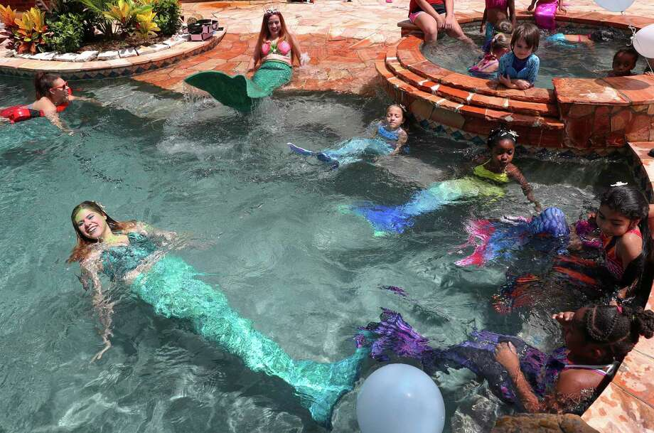 Big mermaids and little mermaids having fun in the pool to celebrate the Ngozi Nduagu's eighth birthday and the launch of her mother's mermaid business. Photo: Yi-Chin Lee, Houston Chronicle / © 2017  Houston Chronicle