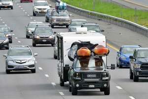 Holiday traffic makes its way north on I87 Saturday July 1, 2017 in Clifton Park, NY.(John Carl D'Annibale / Times Union)