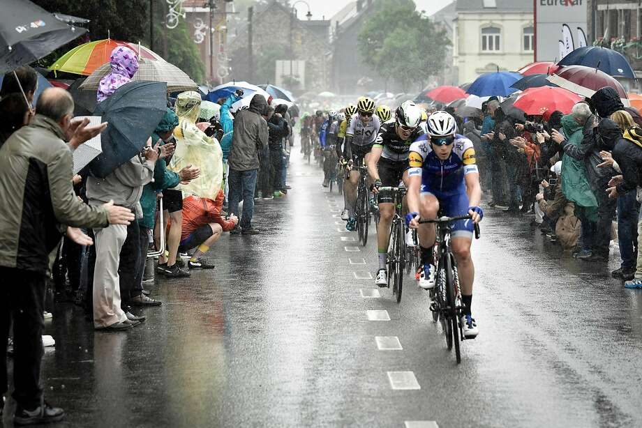 The pack rides in the rain during Sunday's second stage between Dusseldorf, Germany, and Liege, Belgium. Photo: PHILIPPE LOPEZ, AFP/Getty Images
