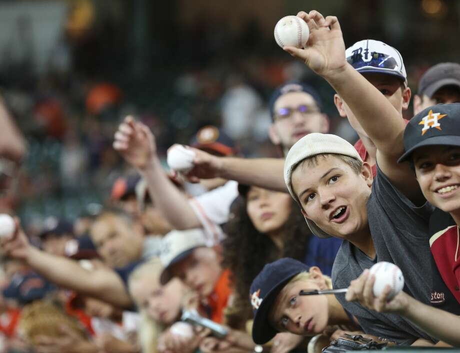 Houston Astros fans hope to get an autograph from Houston Astros starting pitcher Lance McCullers Jr. (43) before the team takes on New York Yankees at Minute Maid Park Sunday, July 2, 2017, in Houston. ( Yi-Chin Lee / Houston Chronicle ) Photo: Yi-Chin Lee/Houston Chronicle