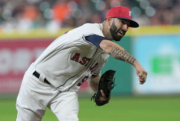Houston Astros starting pitcher Mike Fiers (54) pitches during the top first inning of the game at Minute Maid Park Sunday, July 2, 2017, in Houston. ( Yi-Chin Lee / Houston Chronicle )