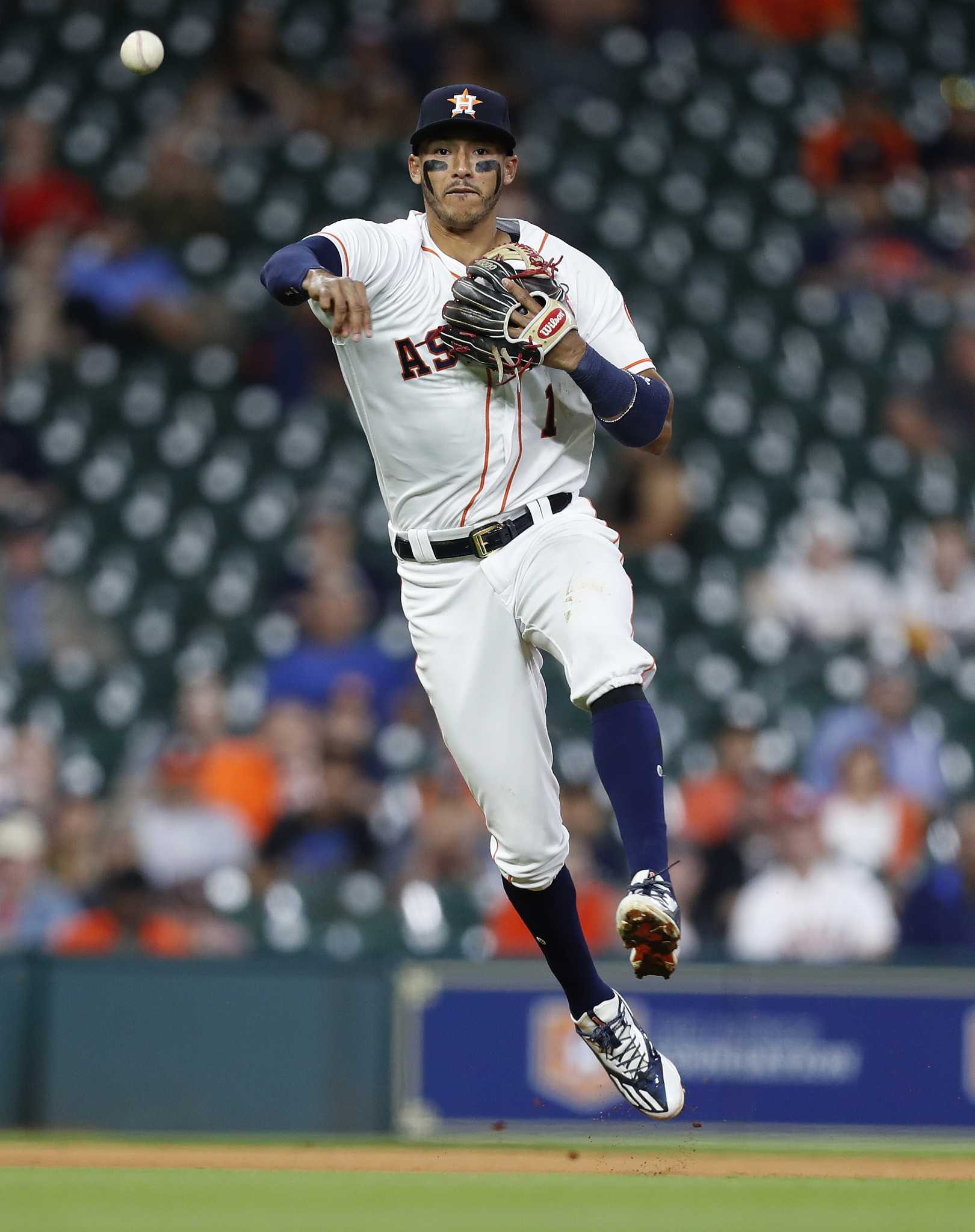 Astros Carlos Correa Exits Tuesday S Game With Thumb
