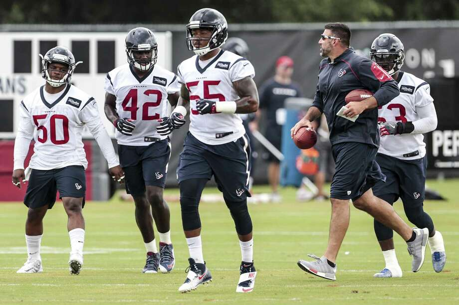 Coach Mike Vrabel directs the Texans' linebackers. Photo: Brett Coomer /Houston Chronicle / © 2017 Houston Chronicle