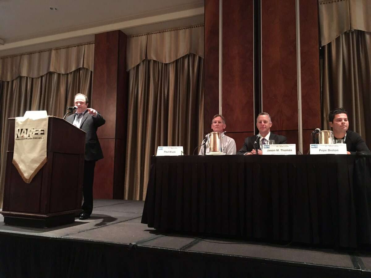 Al Lewis moderating the Cannabusines panel at the National Association of Real Estate Editors. (Katherine Feser/Houston Chronicle)