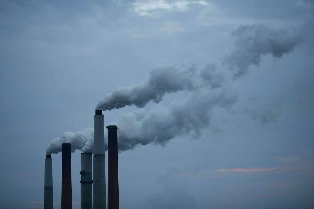Emissions rise from a coal-fired plant in Ghent, Ky.
