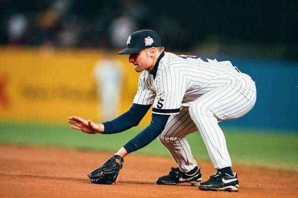 BRONX, NY - OCTOBER 27: Chuck Knoblauch of the New York Yankees fields during Game Four of the World Series against the Atlanta Braves on October 27, 1999 at Yankee Stadium in Bronx, New York. (Photo by Sporting News via Getty Images)
