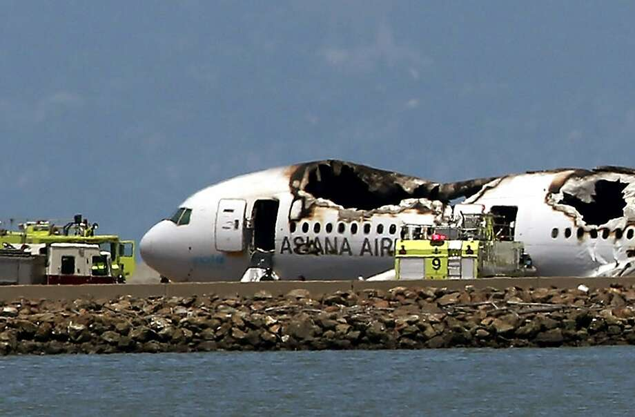 An Asiana Airlines Boeing 777 airplane lies burned on the runway after it crashed landed at San Francisco International Airport on July 6, 2013. Photo: Justin Sullivan, Getty Images