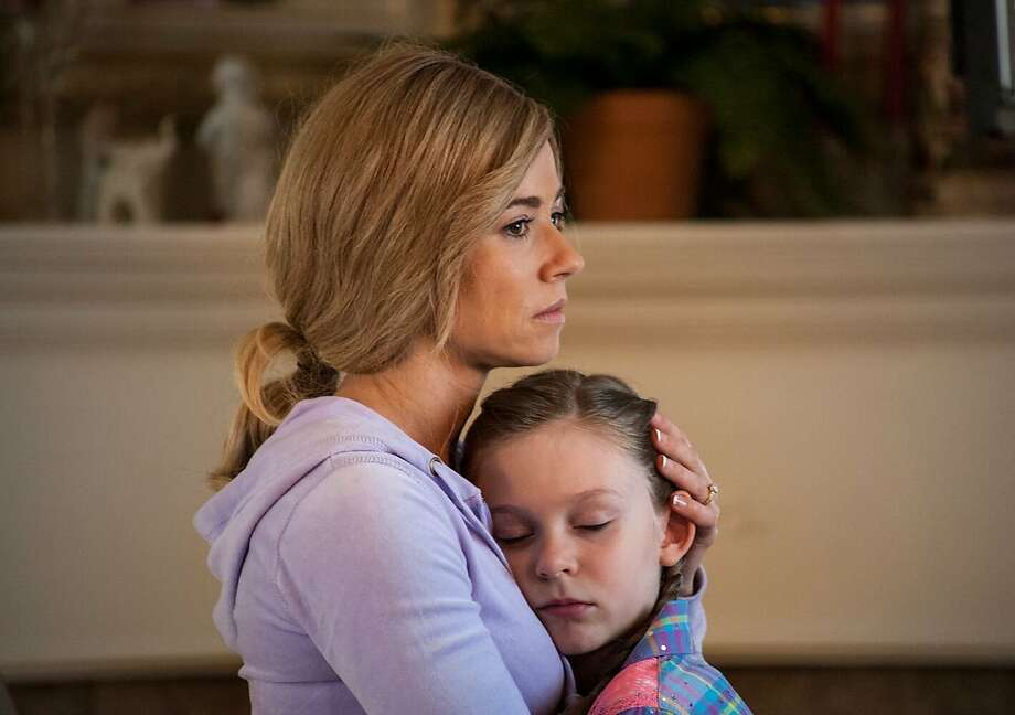 Mom Linda Cardellini concocts a scheme to gain fame and generate sympathy for her and her daughter (Ursula Parker). Photo: Caspian Pictures