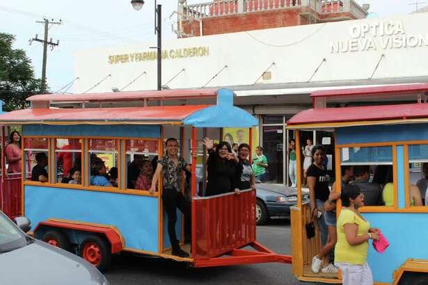 El festival del orgullo LGBT se realizó en la avenida Guerrero de Nuevo Laredo, México el sábado 24 de junio.