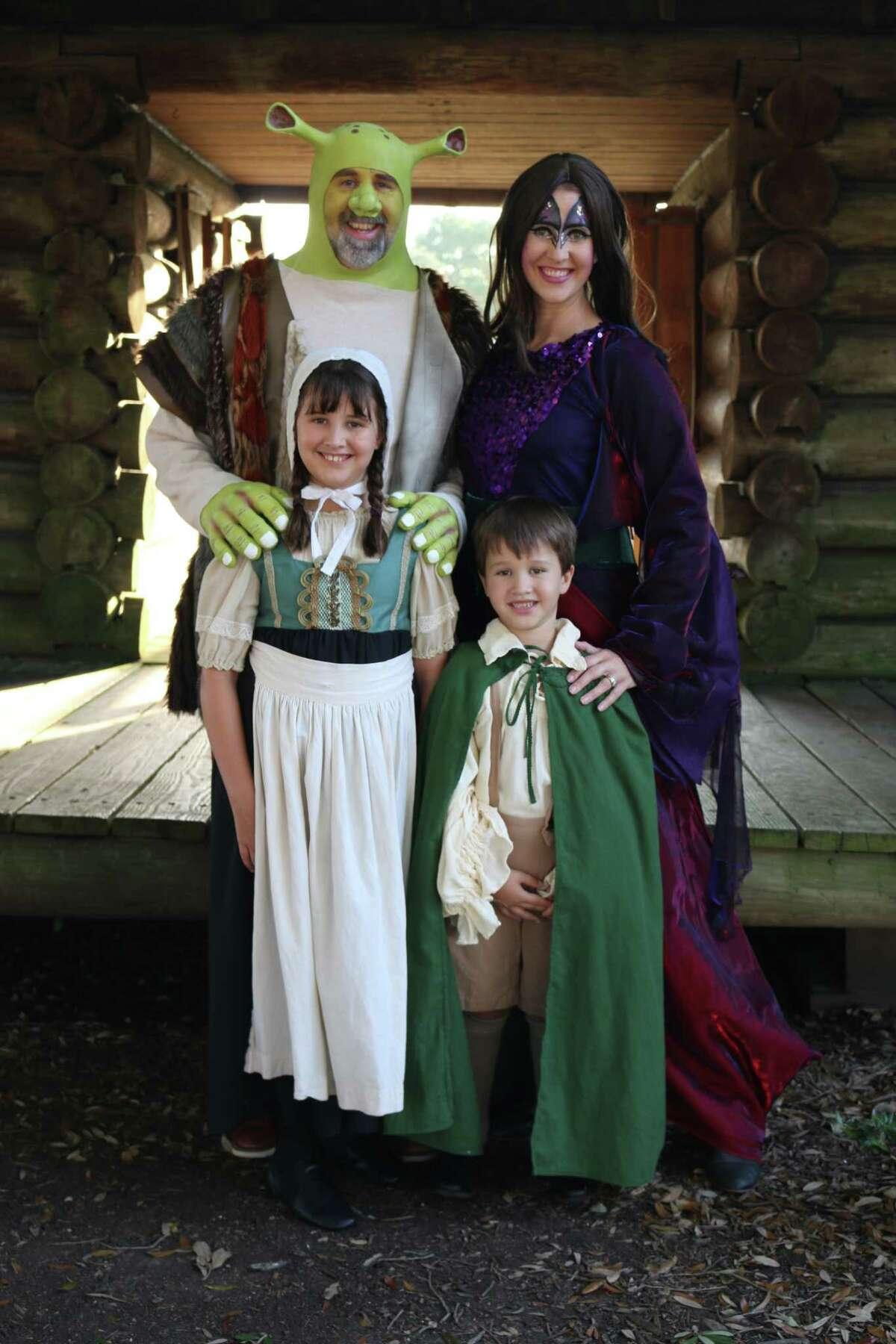 It S A Family Affair In Shrek The Musical