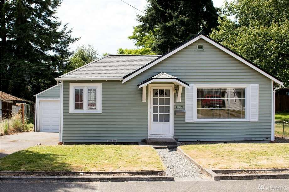 This two-bedroom sits on a lovely lot with a fenced in backyard, along with a detached garage. Also comes with: laundry room, a brand new roof, and easy access to the ferries.1139 N. Montgomery Ave., listed for $175,000. See the full listing here. Photo: Amanda Ford