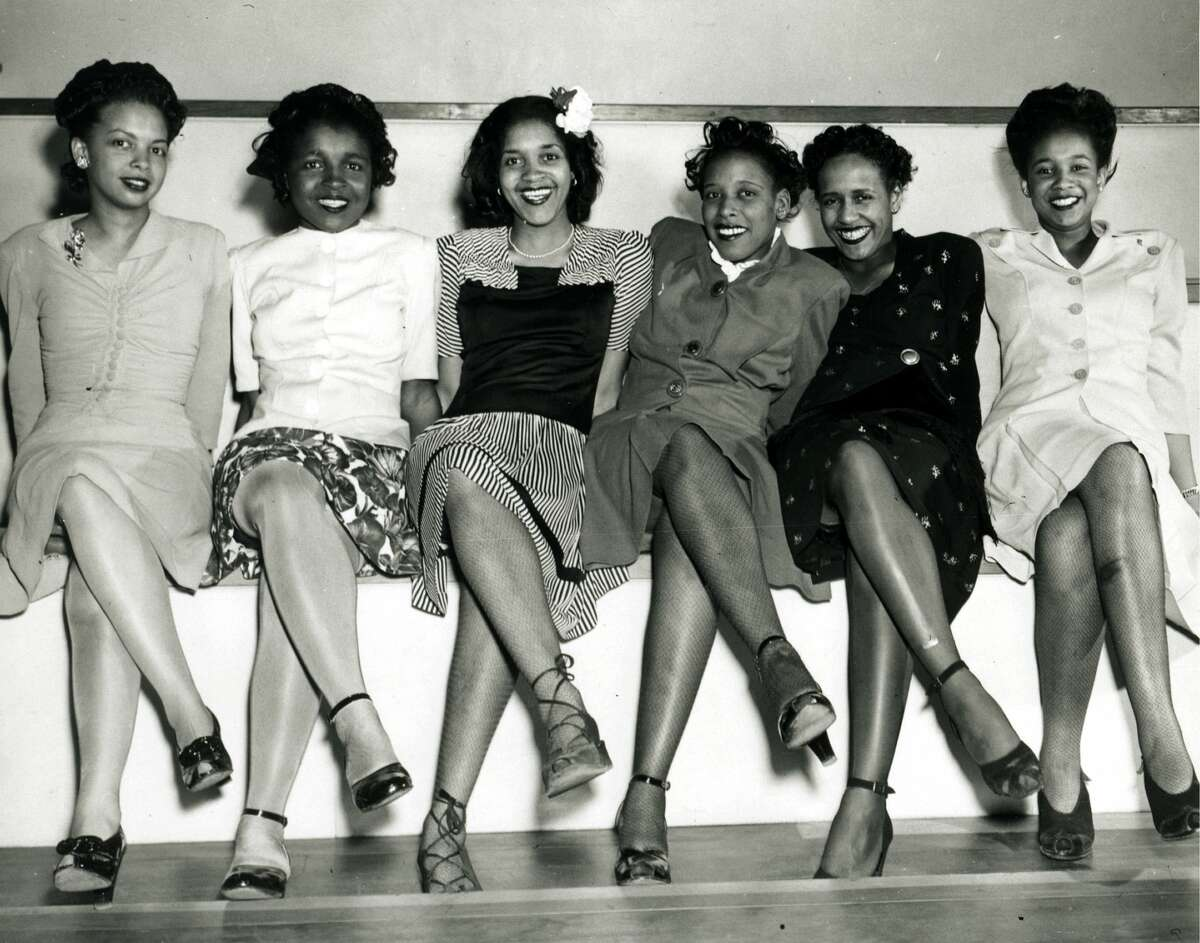 Group portrait of pin-up girls smiling while attending the Spring Formal Dance at the Naval Air Station in Seattle, WA, April 1944. (Photo by PhotoQuest/Getty Images)