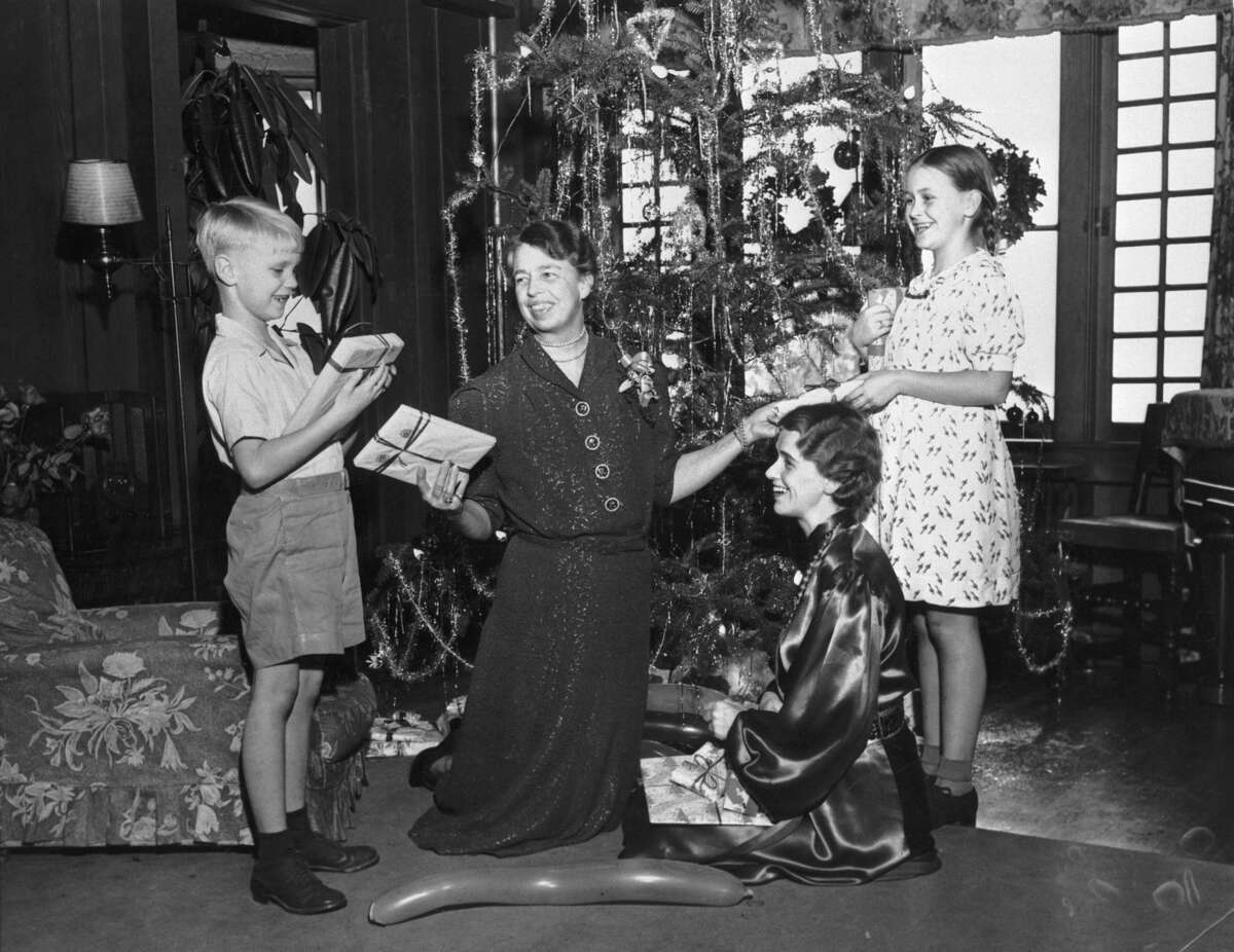 Eleanor Roosevelt enjoys Christmas with her daughter Anna Roosevelt Boettiger, grandson Curtis Dall, and granddaughter Anna Dall in Seattle, Washington, USA.