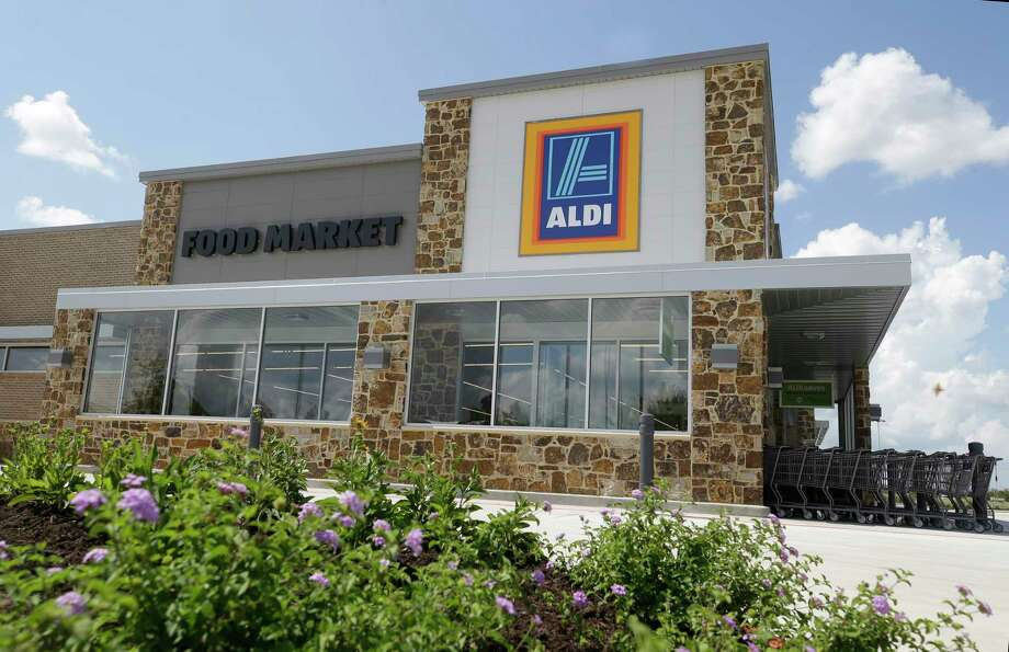 The Aldi at 8755 FM 1960 in Humble will be renovated in August as part of the chain's Houston expansion. Photo: Melissa Phillip, Houston Chronicle / © 2017 Houston Chronicle