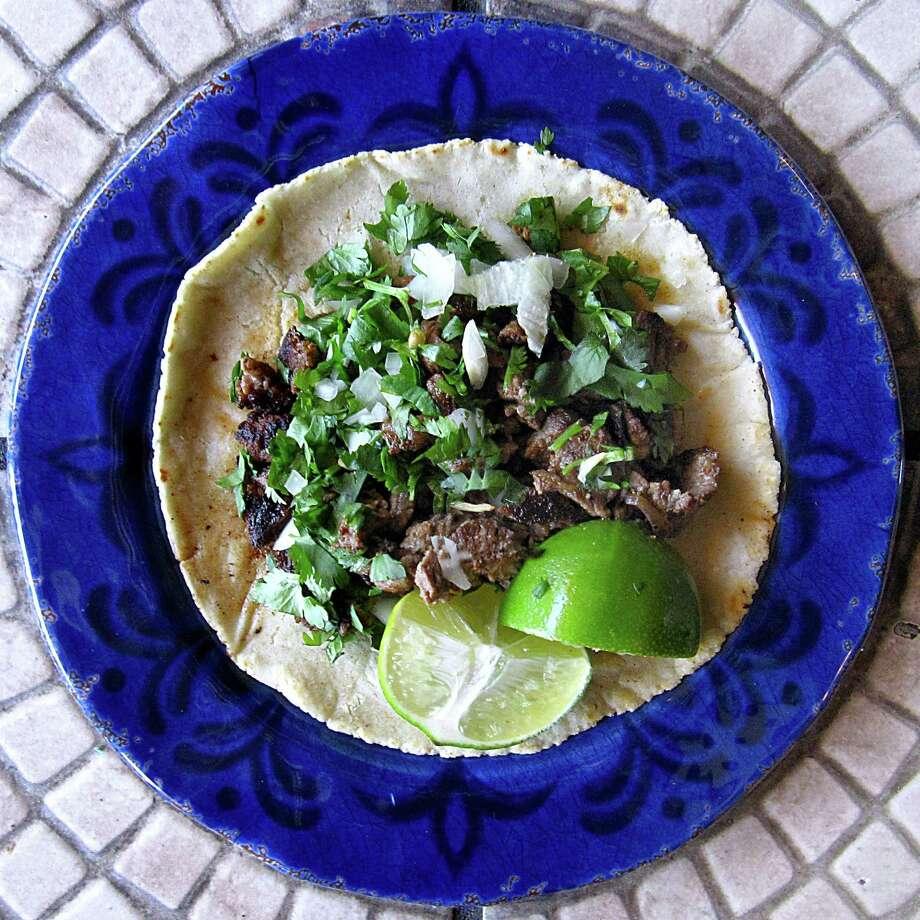 Carne asada taco on a handmade corn tortilla from Taquería El Huarache. Photo: Mike Sutter /San Antonio Express-News