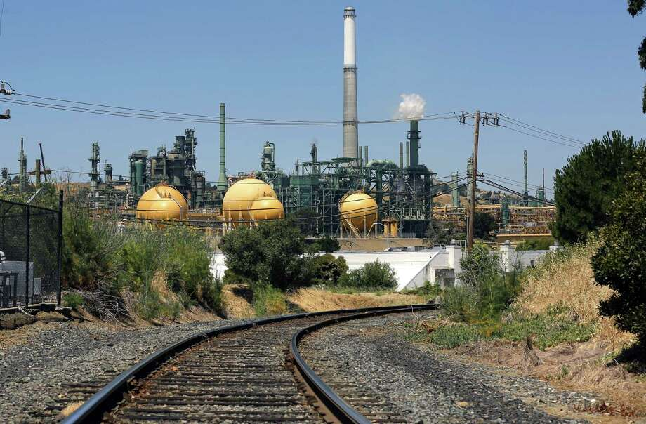The Valero refinery in Benicia, California, was the subject of a May 5 power outage that forced the facility to flare hydrocarbons under emergency shutdown protocols. The company is suing its pwoer provider, PG&E, over the incident. Photo: The San Francisco Chronicle File Photo / ONLINE_YES