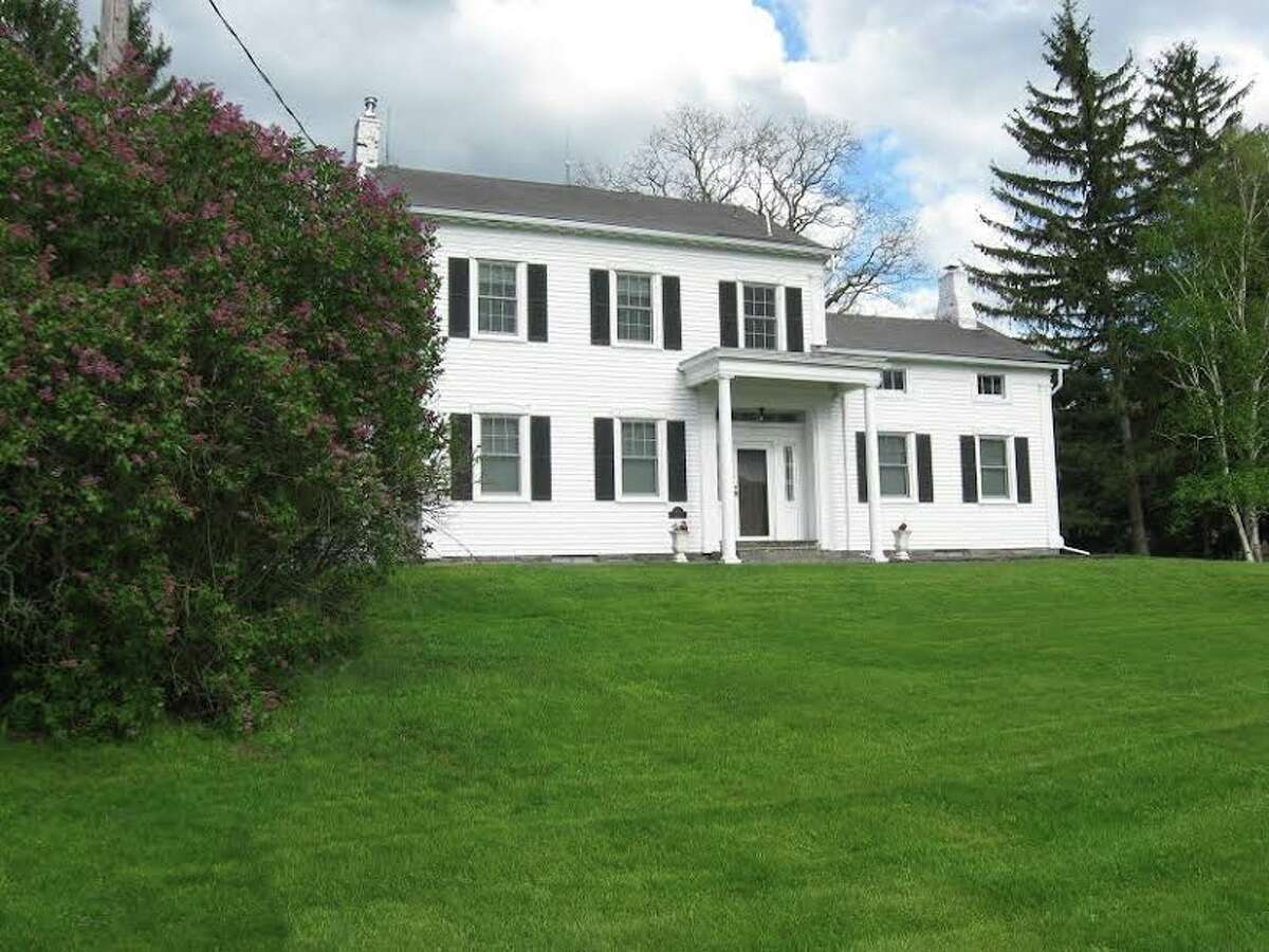 House of the Week: 525 Meadowdale Rd., Guilderland | Realtor: Lauren Meacham of Berkshire Hathaway Blake | Discuss: Talk about this house